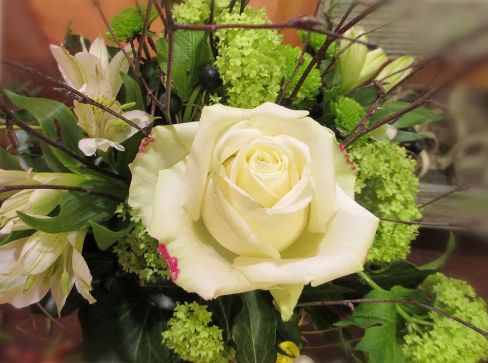 Blumenstrauss in weiss/grün