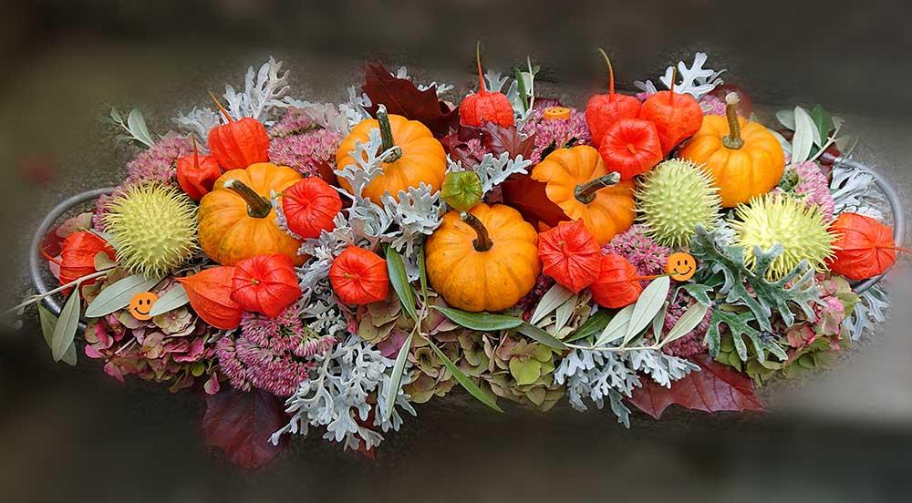 Herbst-Gesteck mit Zierkürbis