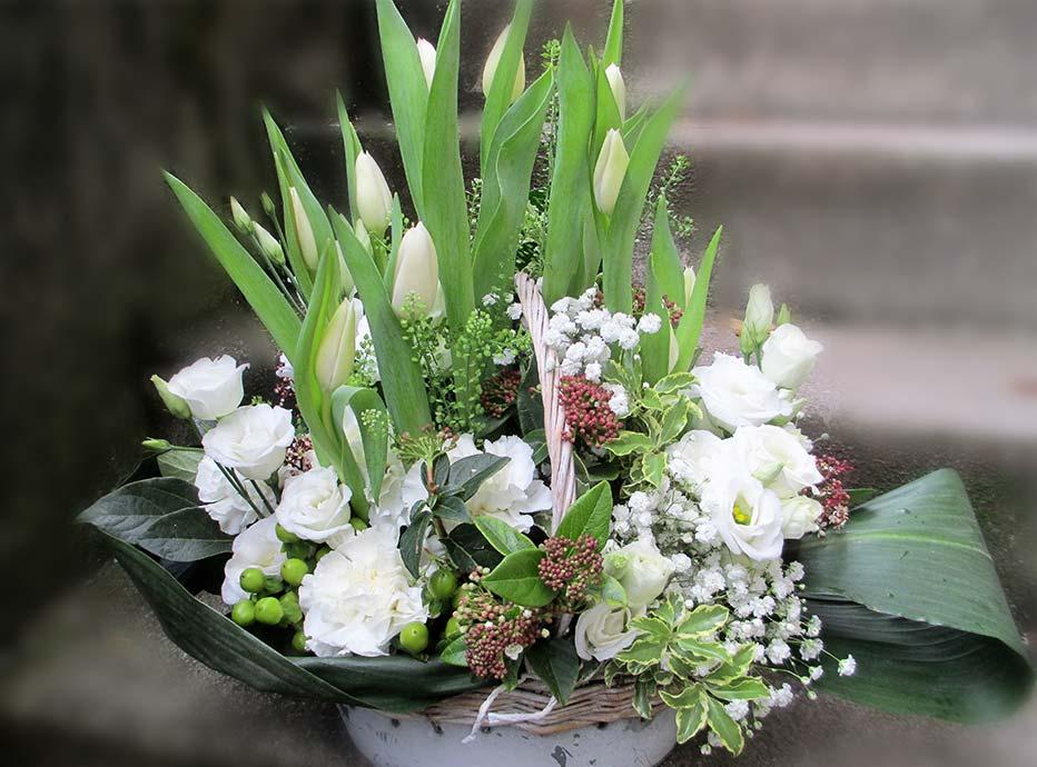 Frühlings-Blumen-Korb weiss