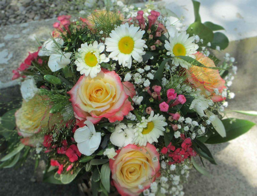Zarter, fröhlicher Blumenstrauss